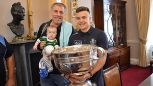Jake O'Donovan and his father meet Dublin defender Eoin Murchan (R) at Temple Street