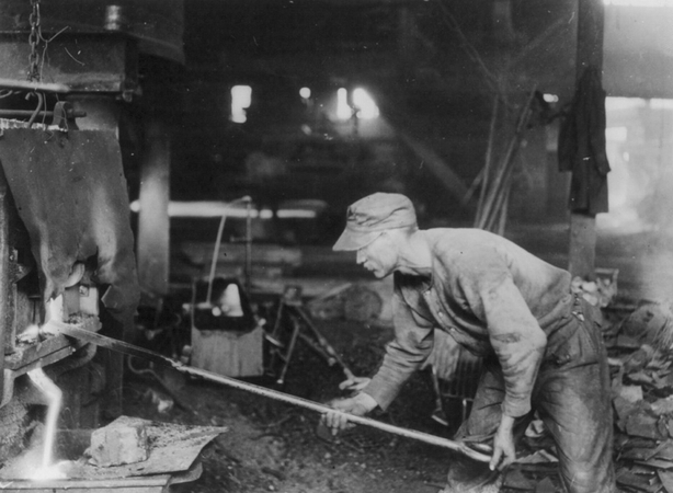One of the strikers who is asking for more pay, at his work of puddling, where he is 'working up' his 'ball of iron' to be carried to the 'squeezer' Photo: Library of Congress Prints and Photographs Division Washington, D.C. 20540 USA