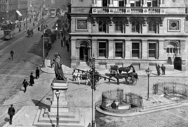 Public bathrooms on Westmoreland street, Dublin Photo: National Library of Ireland, EAS_1767