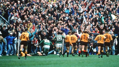 The crowd erupts as Gordon Hamilton scores his famous try