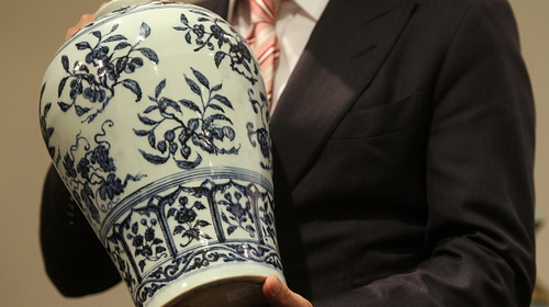 The vase is similar to the same Yongle period as the one pictured above