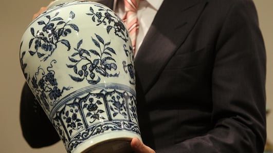 Cork family discover they own a valuable Ming vase