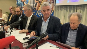 Ryanair CEO Michael O'Leary pictured at the airline's AGM, along with deputy chairman Stan McCarthy (l) and chairman David Bonderman (right)