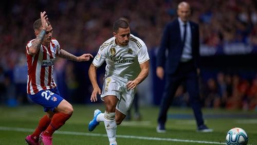 Zinedine Zidane pays close attention as Kieran Trippier competes with Eden Hazard