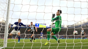 Leicester City's Jamie Vardy (L) scores his side's fourth goal