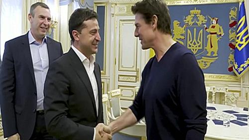 Ukrainian leader Volodymyr Zelensky and Tom Cruise met in Kiev on Monday