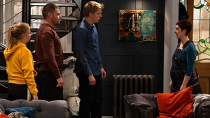 Victoria tells Robert and Aaron that Lee has died, forcing them to go on the run
