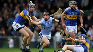 Peter Casey of Na Piarsaigh (c) tries to gather possession ahead of Diarmuid Byrnes of Patrickswell