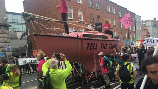 Hundreds take part in Dublin Extinction Rebellion protest