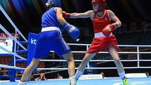 Michaela Walsh (r) started well in her bout