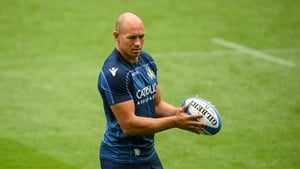 Sergio Parisse believes that Italy are being treated unfairly