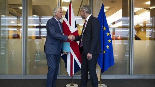 Tá a mbeannacht tugthaag ballstáit an Aontais Eorpaigh do Michel Barnier príomheadránaí Breatimeachta an Aontais Eorpaigh tús a chur le dian-chainteannaleis an Ríocht Aontaithe.