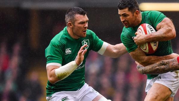 Peter O'Mahony (L) and Rob Kearney start for Ireland