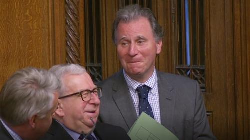 Glactha ag Westminster le Leasú Oliver Letwin, MP. Buile eile don rialtas