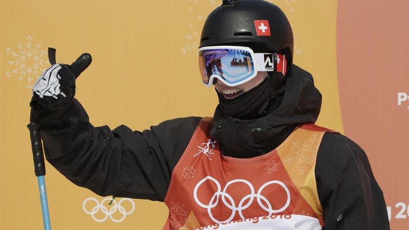 Watch: Skiing champion completes complicated routine