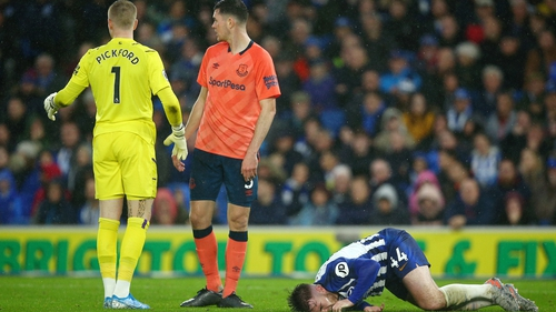 Everton boss Silva plays down injury concerns for Mina