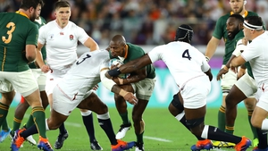 Makazole Mapimpi of South Africa is tackled by Kyle Sinckler and Maro Itoje
