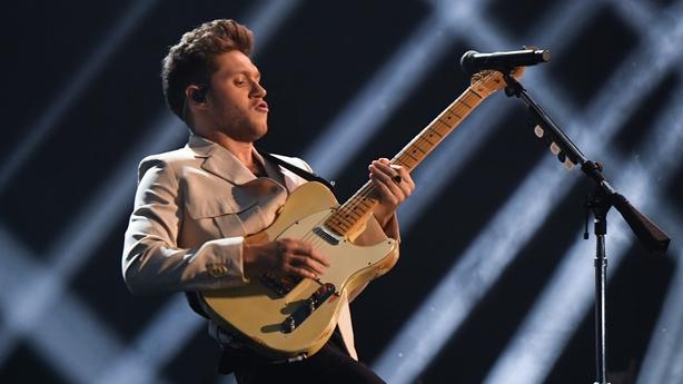 Niall Horan perform at MTV European Music Awards