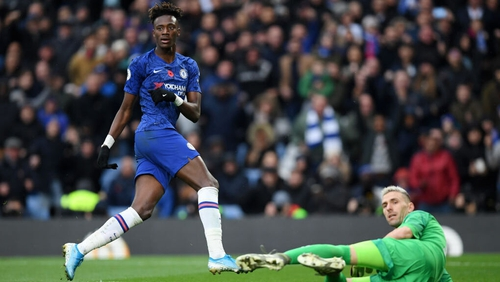 Tammy Abraham looks over to the linesman as he scores against Crystal Palace