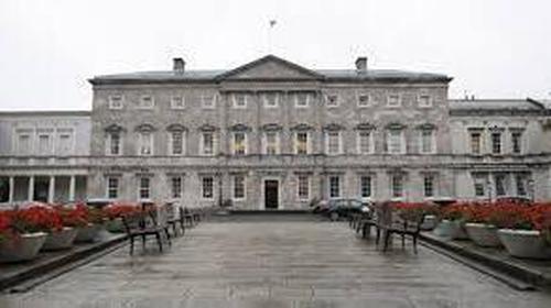 Dé réir suirbhé a rinneadh ar an gclár raidió Today with Seán O'Rourke ar RTÉ, deir breis agus leath de na Teachtaí Dála i nDáil Éireann gur bagraíodh an bás orthu.