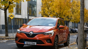 Much of the styling from the previous Clio model has been retained.