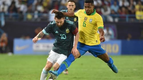 Lionel Messi (L) tries to skip past Alex Sandro