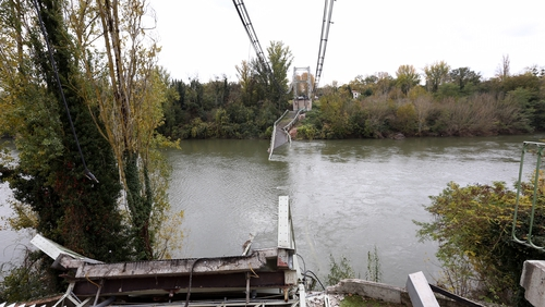 The bridge linked the towns of Mirepoix-sur-Tarn and Bessieres