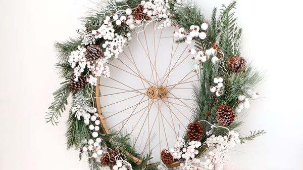 Upcycled bike wheel wreath by Catherine Carton @daintydressdiaries