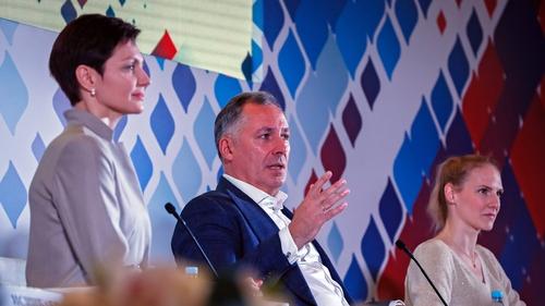 President of the Russian Olympic Committee Stanislav Pozdnyakov (c) this week