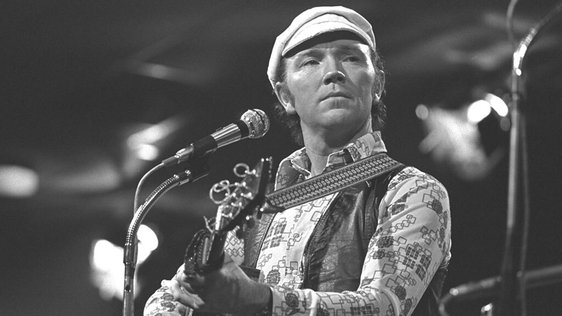 Liam Clancy performing at the National Stadium (1977)