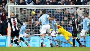 Newcastle United's Jonjo Shelvey scores the equaliser