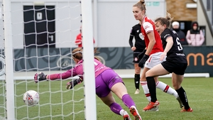 Vivianne Miedema (c) knocks in Arsenal's fifth