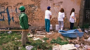 Community service, like cleaning graffiti, is one of the sentences handed down by community courts. Photo: Getty Images