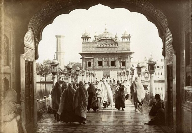 Entrance to the Golden Temple, Amritsar, India in 1907 Photo: National Archives, UK