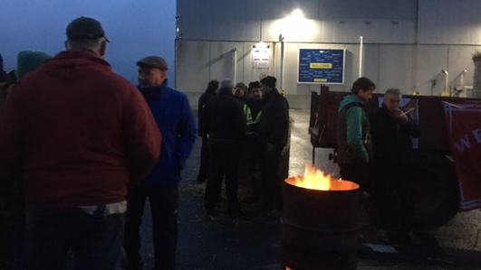 Further protest at beef prices as Lidl centre blockaded