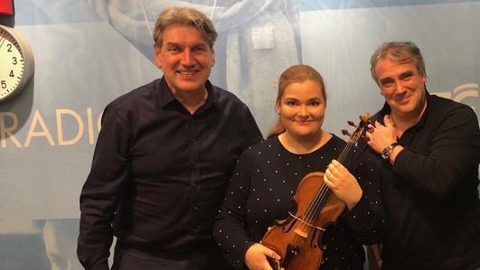 Violinist Ellinor D'Melon and  Jamie Martín