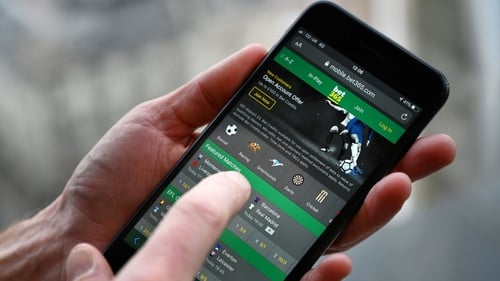 Bet365 boss Denise Coates pays herself record ?323m