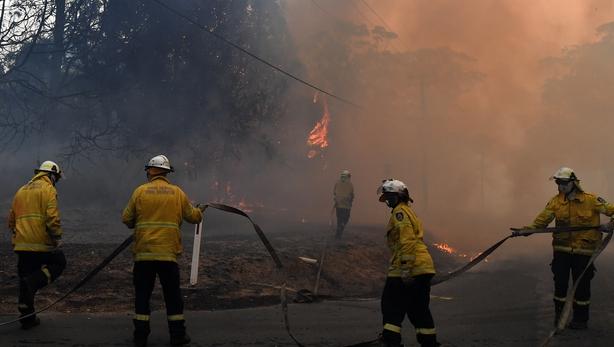 Firefighter dies on Victoria-NSW border