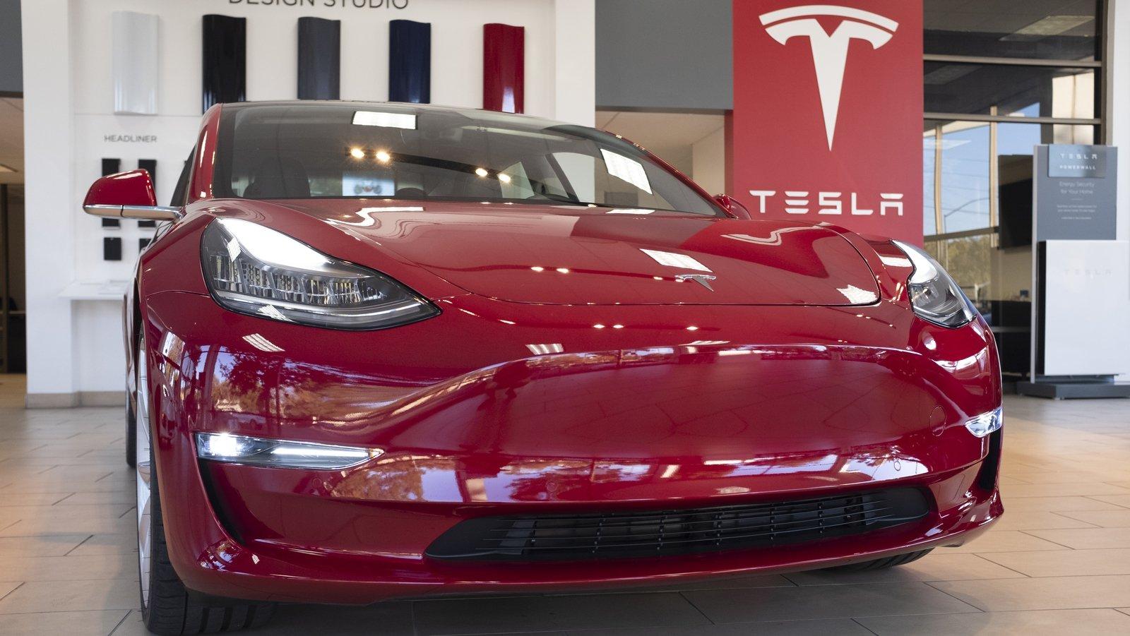 Tesla's shares pass $2,000 ahead of share split thumbnail