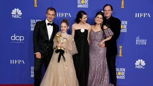 David Heyman, Julia Butters, Margaret Qualley, Shannon McIntosh, and Quentin Tarantino pose with the award foro Best Motion Picture - Musical or Comedy.