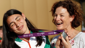 Sophie O'Sullivan, left, with her 800m European U18 Championships silver medal from 2018, alongside her mother Sonia