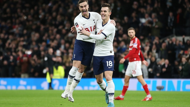 Giovani Lo Celso (R) of Tottenham Hotspur celebrates with Harry Winks