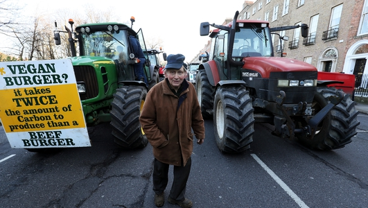 Traffic disruption as farmers' protest moves to Dublin Port