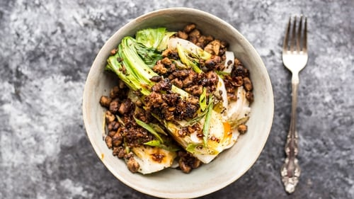 This is a super-light version of the classic Sichuan street food dish that usually uses minced pork.