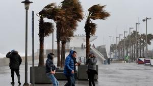 Strong winds at La Malvarrosa beach in Valencia