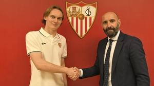 Ryan Johansson (L) with Sevilla's sporting director Monchi