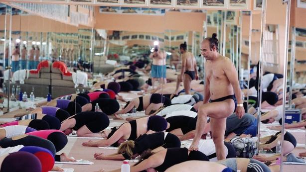 Yoga guru Bikram Choudhury instructs his yoga class in heated room Beverly Hills California February 2 2000 Photo by Bob Riha Jr Getty Images