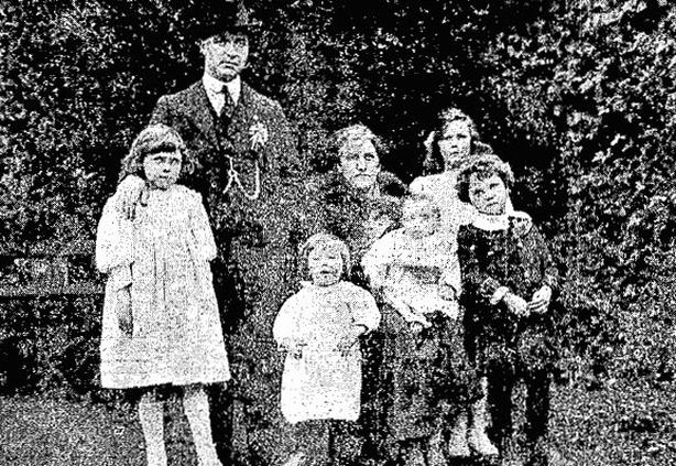Tomás Mac Curtain and his family Photo: Cork Examiner, 31 January 1920