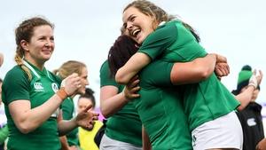 Lindsay Peat embraces tryscorer Beibhinn Parsons