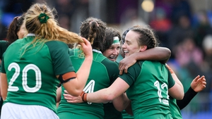 Ireland players celebrate a late penalty try